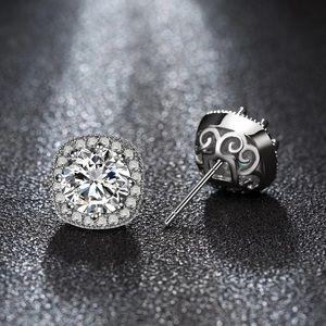 Jewelry - 💎 CZ square halo studs 💎